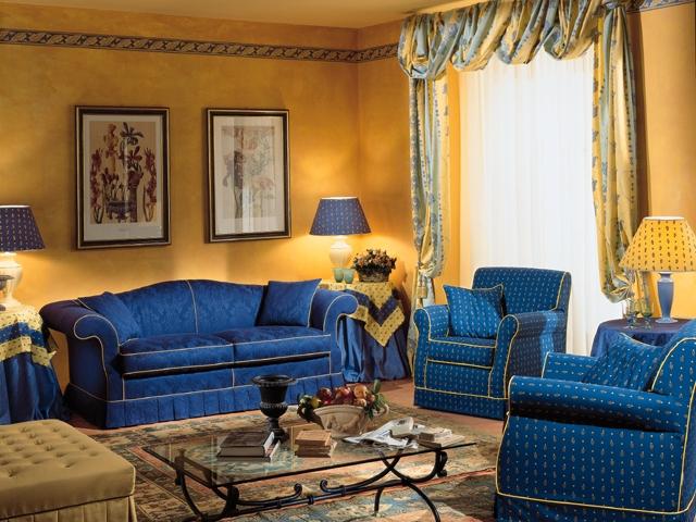 Il colore giusto dietro al divano ecco 15 idee tutte da for Idee divani