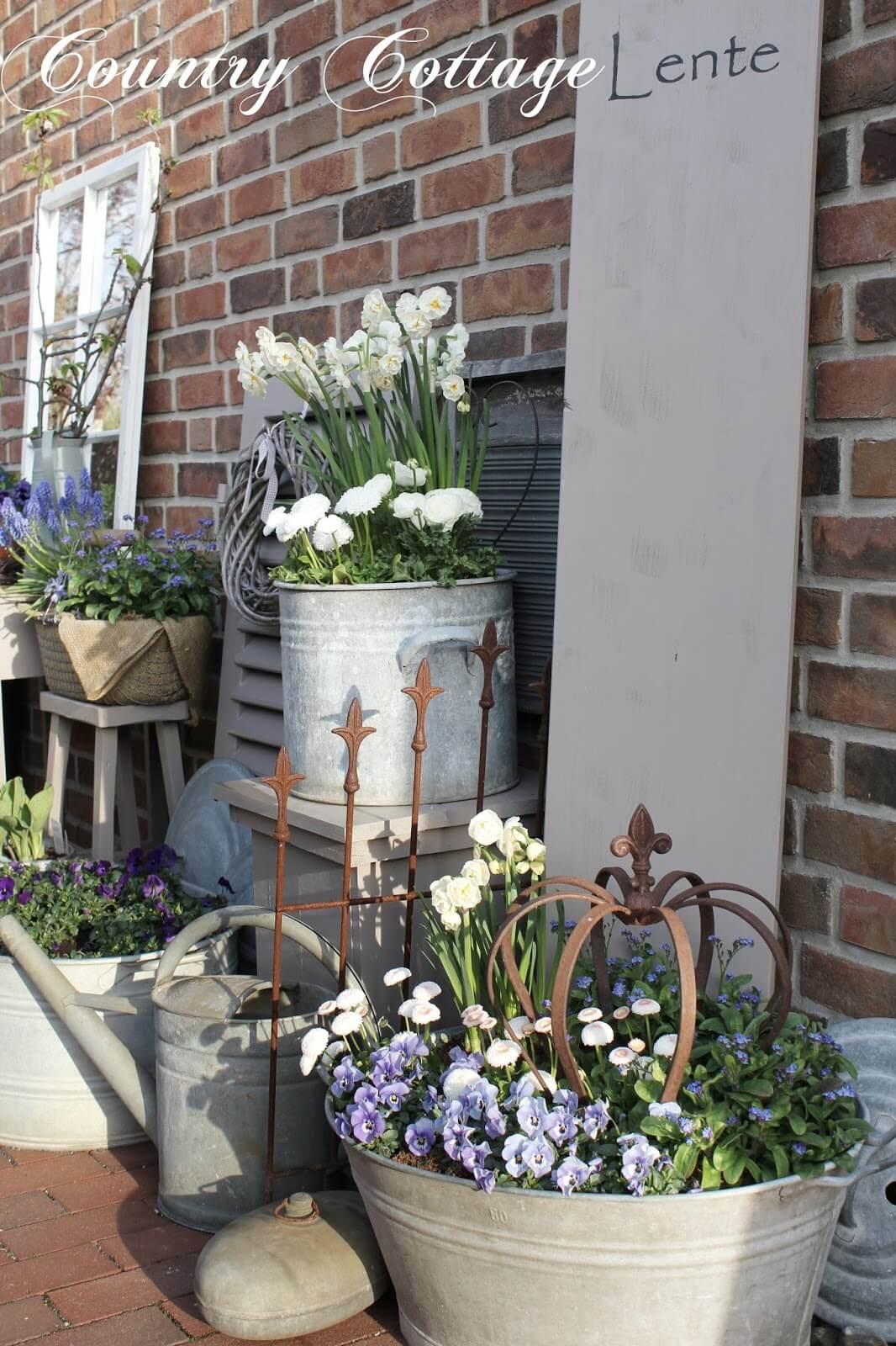 decorare il portico con una bella fioriera fai da te 24. Black Bedroom Furniture Sets. Home Design Ideas