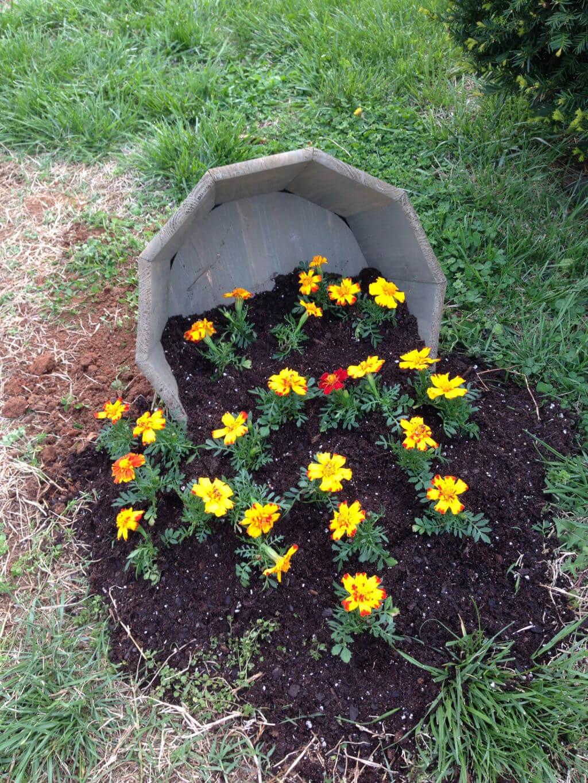 Un vaso di fiori originale in giardino 13 fantastiche idee per ispirarvi - Fiori di giardino foto ...