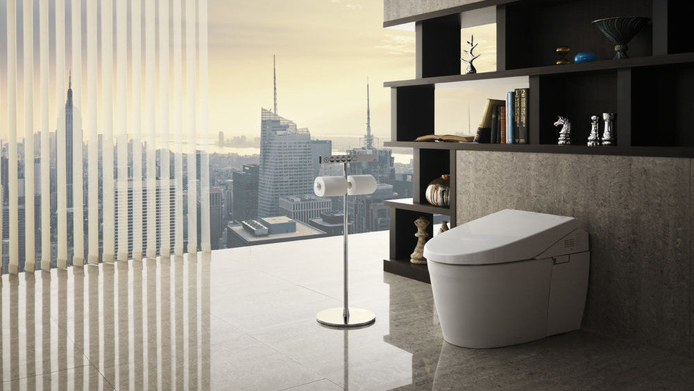 bagno moderno con wc e bidet high tech con vista panoramica