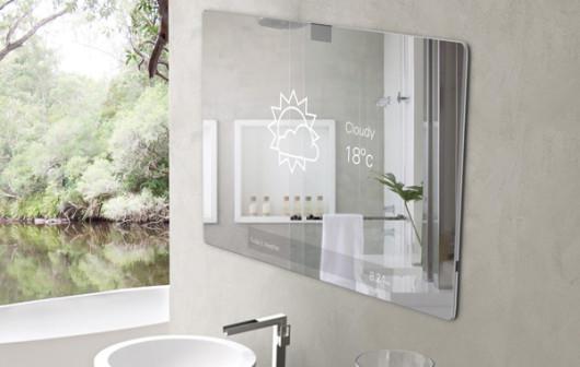 Un bagno moderno con uno specchio touch screen e smartphone
