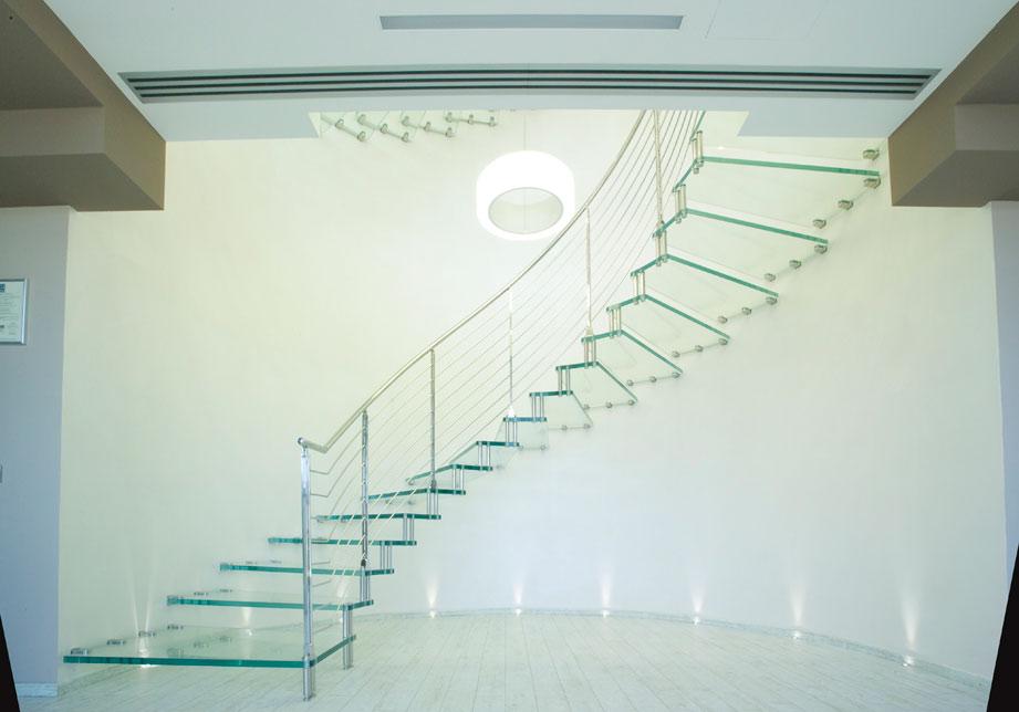 Scale super moderne in vetro trasparente