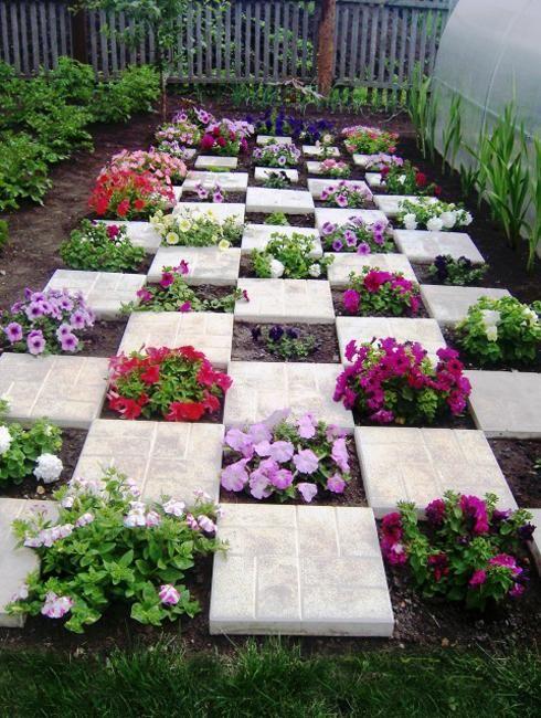 Decorare il giardino in modo creativo con i fiori