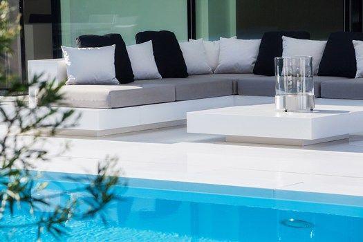 salottini bordo piscina