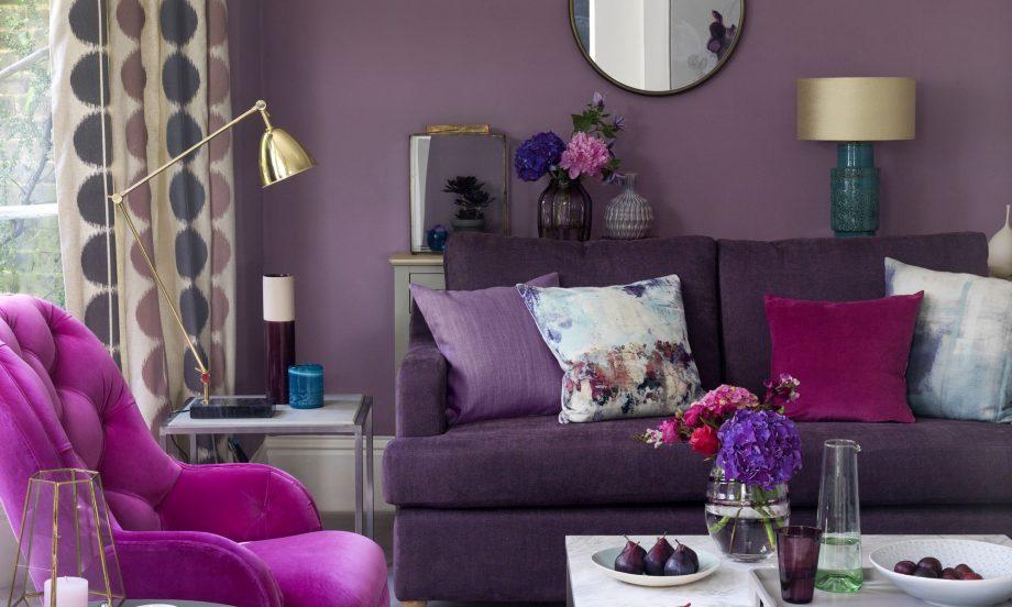 Colori pareti in soggiorno viola.