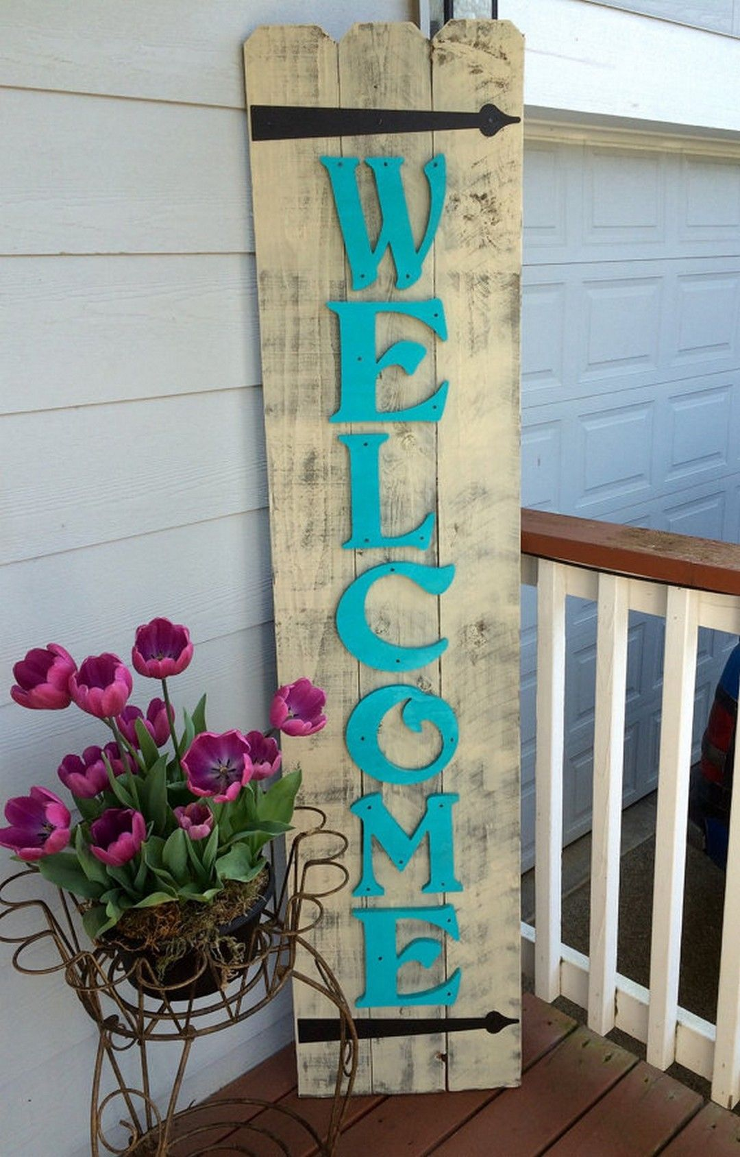 Abbellire il portico di casa con un tocco rustico 15 for Casa in stile ranch con portico
