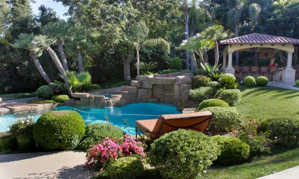 Come arredare un giardino in pendenza ecco 15 idee a cui for Costruire un garage su un terreno in pendenza