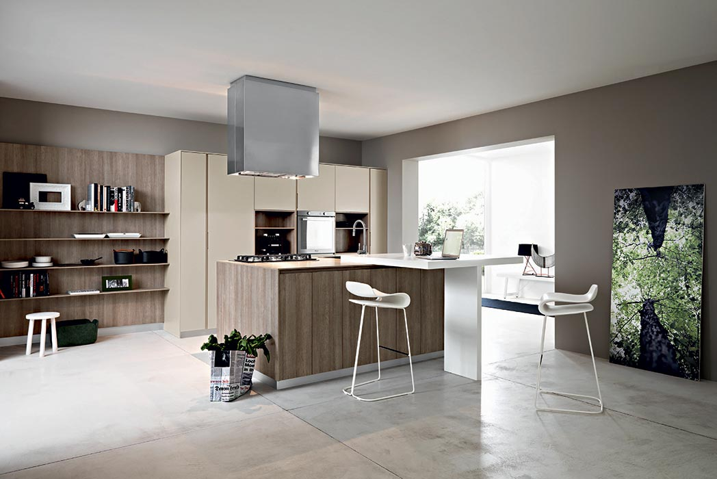 cucina moderna con isola centrale color fango abbinato a mobili cucina tortora