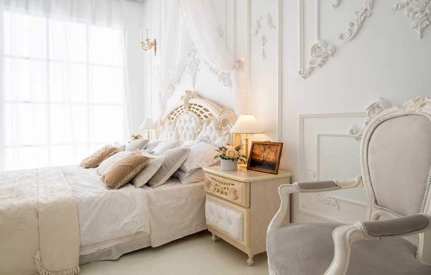 bellissima camera da letto stile country chic, testiera letto magnifica.