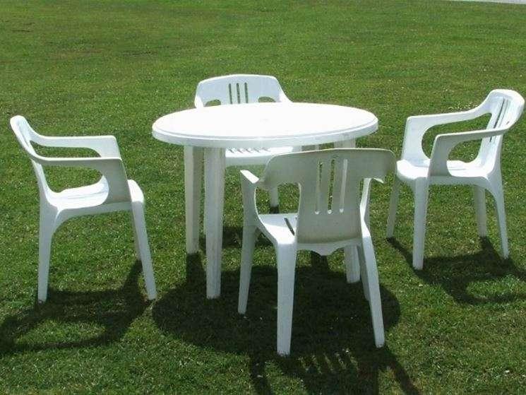 Come Pulire Le Sedie Di Plastica Da Giardino.Pulire E Rinnovare Le Sedie Di Plastica Ecco 6 Suggerimenti