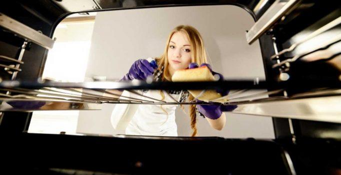 Pulire il forno senza prodotti chimici