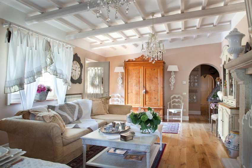 Stile shabby chic per arredare casa 38 idee che vi for Arredamento soggiorno stile provenzale