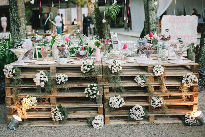 tavoli realizzati con bancali per confetti matrimonio shabby chic