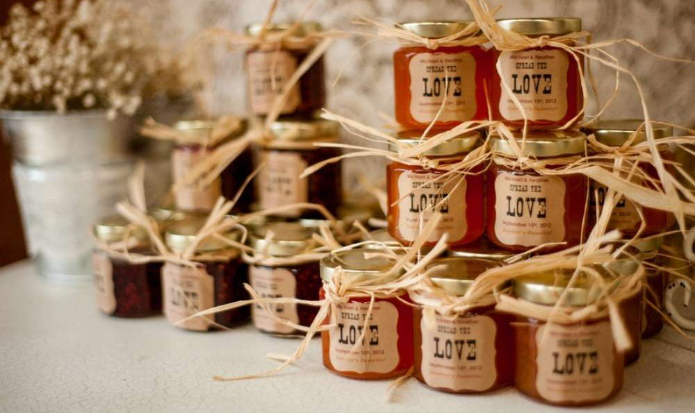 bomboniere originali matrimonio shabby chic, vasi di confetture