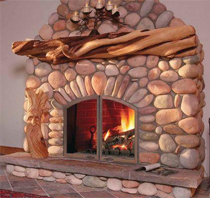 Camini rustici, rivestimento in pietra e legno.