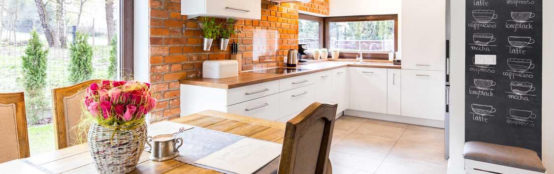 decorare la cucina con mattoni rossi