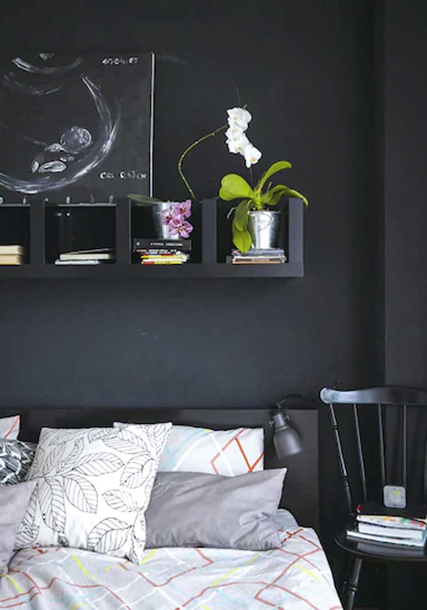 Mensole IKEA Lack sopra la testiera del letto