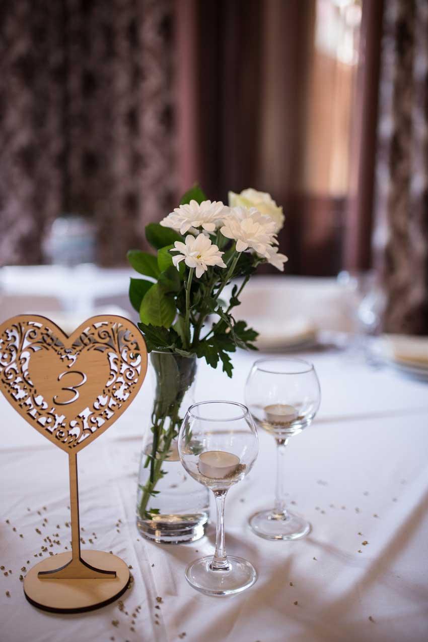 segnaposto glamour a forme di cuore per un matrimonio. idee e ispirazioni