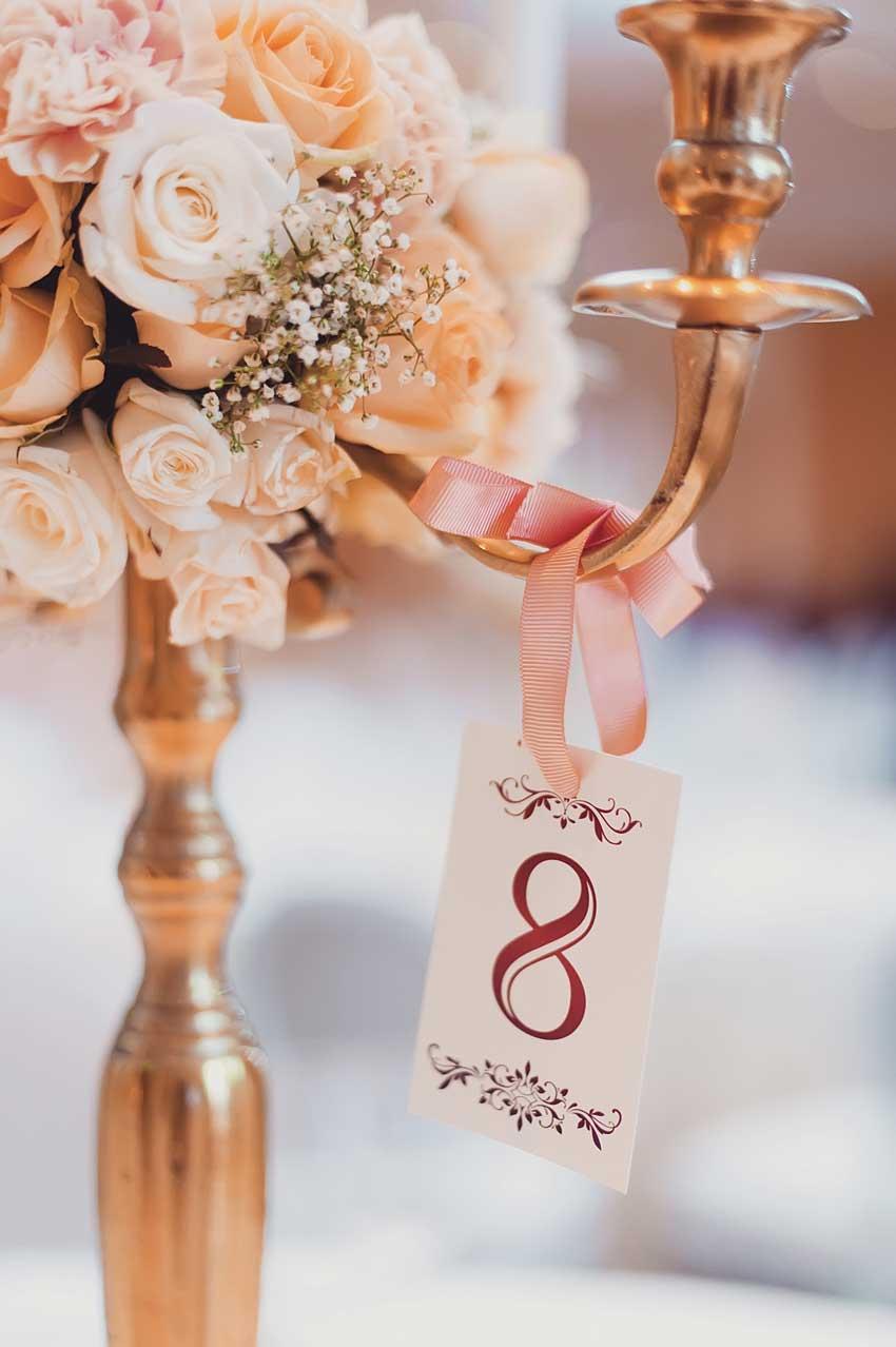 centrotavola matrimonio con portacandele e segnaposto