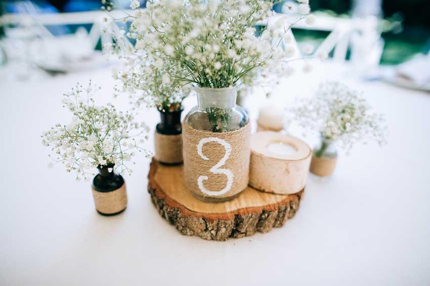 segnaposto matrimonio fai da te con contenitore in vetro riciclato e ricoperto di corda, stile provenzale.