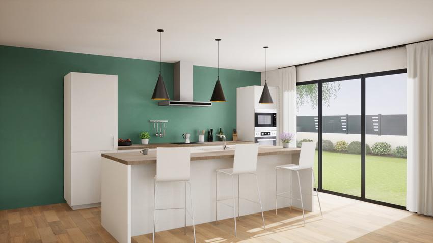 Cucina bianca con isola centrale e sgabelli, parete verde acqua.