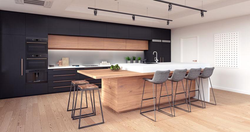 cucina moderna con isola da sogno in legno, mobili neri spezzato con legno, pavimenti parquet.