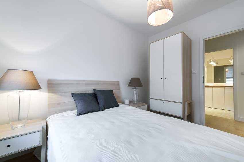 Arredamento moderno in camera da letto.
