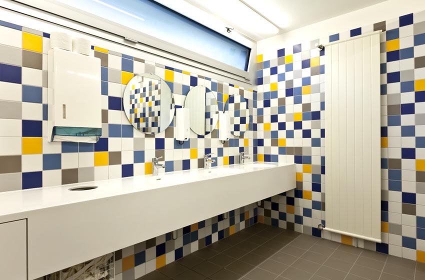 rivestimento bagno moderno colorato