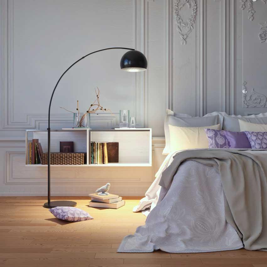 camera da letto moderna con comodini a parete e bella lampada design.