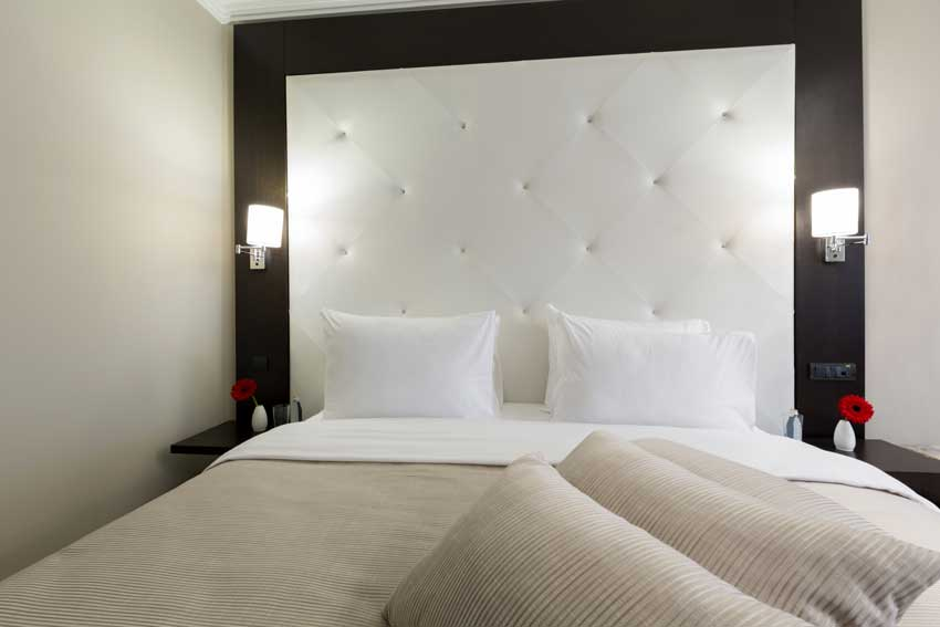 Parete testiera letto, ideale per le camere da letto moderne.