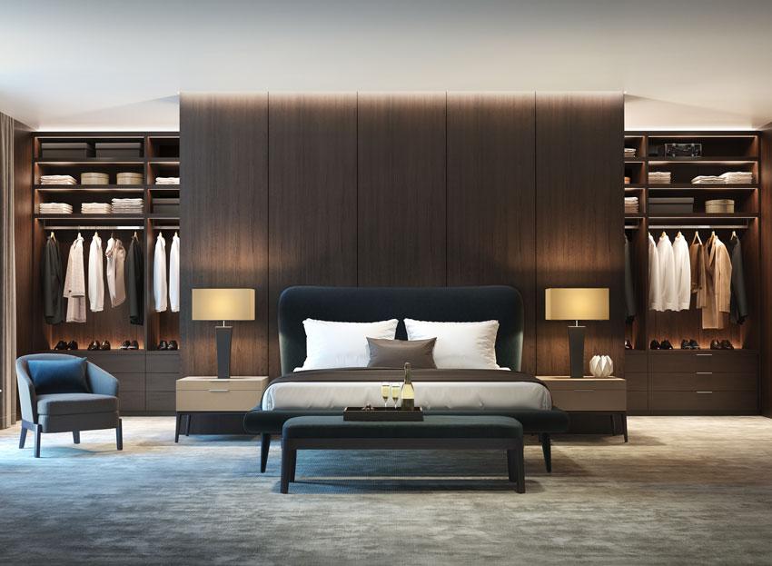 Camere da letto moderne con arredamento in legno e cabina armadio a parete.