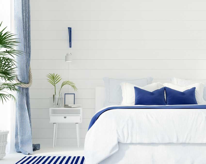bella camera da letto arredamento marino, comodino moderno blu con piantina verde.