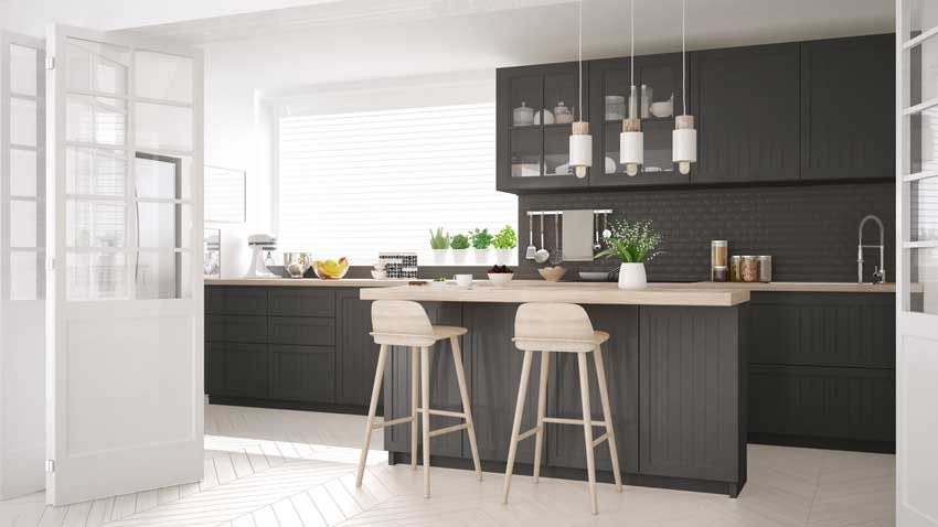 Bellissima cucina moderna con porte scorrevoli per un ambiente open space solo quando serve.