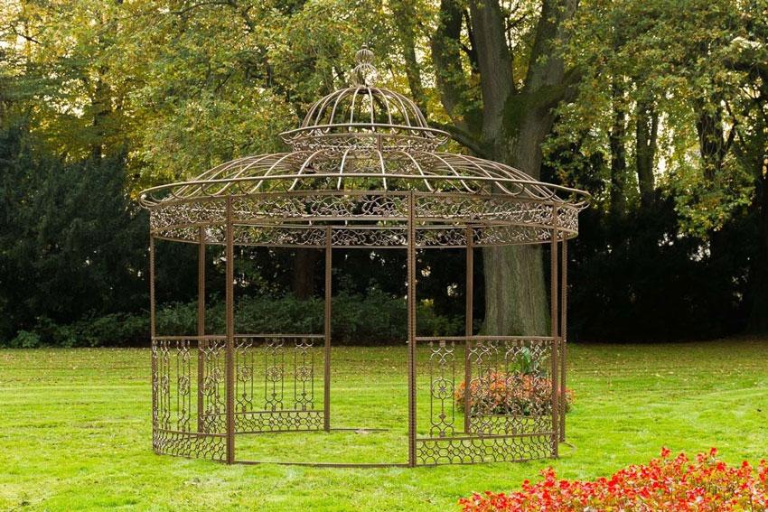 gazebo in ferro battuto stile shabby chic, bellissimo in giardino.