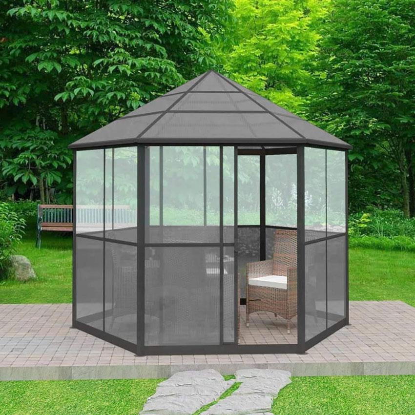 gazebo moderno con struttura chiusa, ideale per pranzo al riparo delle zanzare.