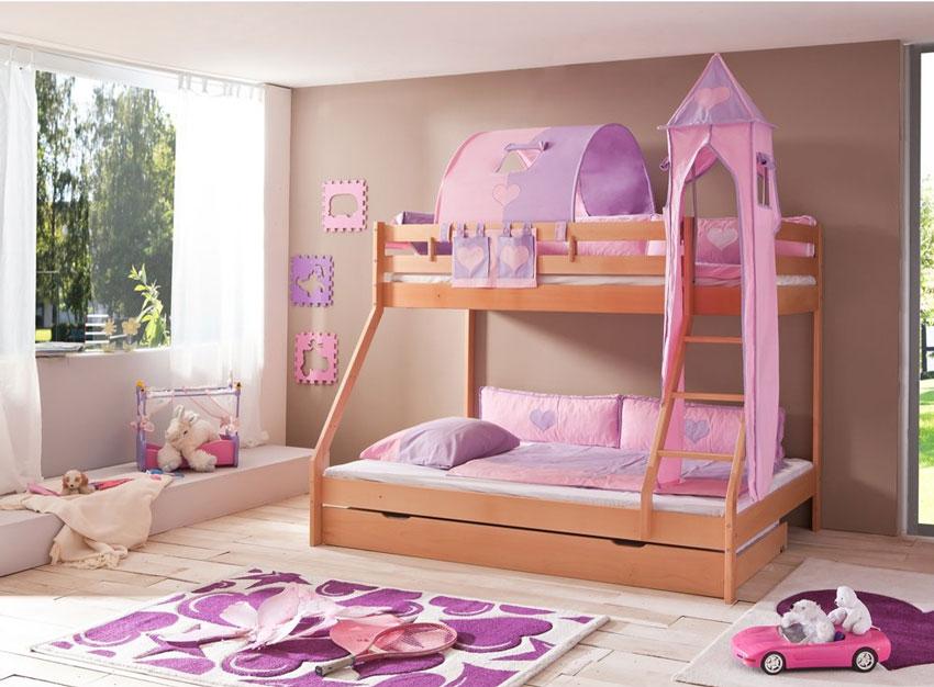 letto a castello rosa per femminucie, ideale per guadagnare spazio in stanza.