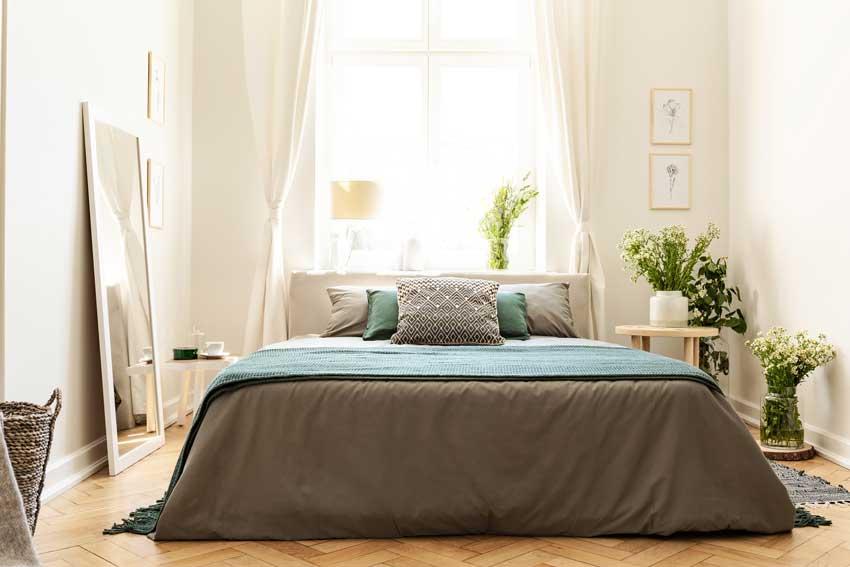 Piccola camera da letto design decorata con le piante.
