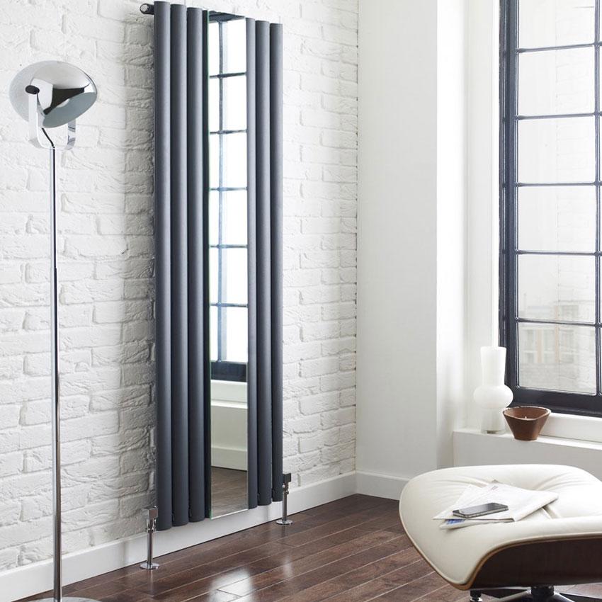 Termoarredo grigio antracite con specchio centrale.