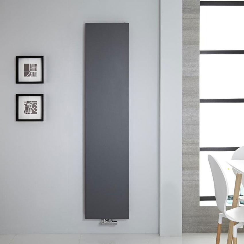 radiatore nero verticale design con piastra radiante.