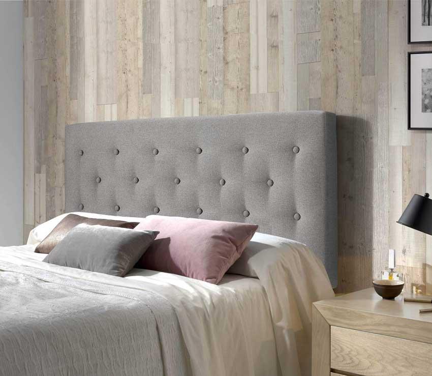 Parete effetto legno, ideale in per una stanza da letto moderna.