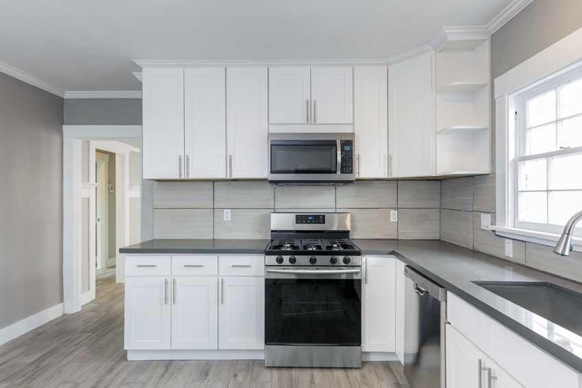 Cucina Bianca Con Top Grigio.La Cucina Bianca 25 Idee Moderne Per Contrastarla Con Un