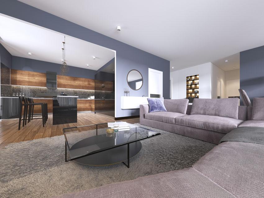 Bellissima cucina aperta sul soggiorno con grande divano ad angolo.