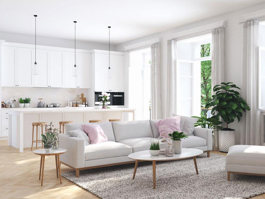 Bellissimo ambiente unico con soggiorno e cucina con isola moderna.