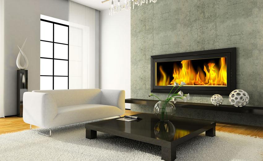 Salotto con bel camino moderno a parete, divano bianco con tavolino nero lucido.