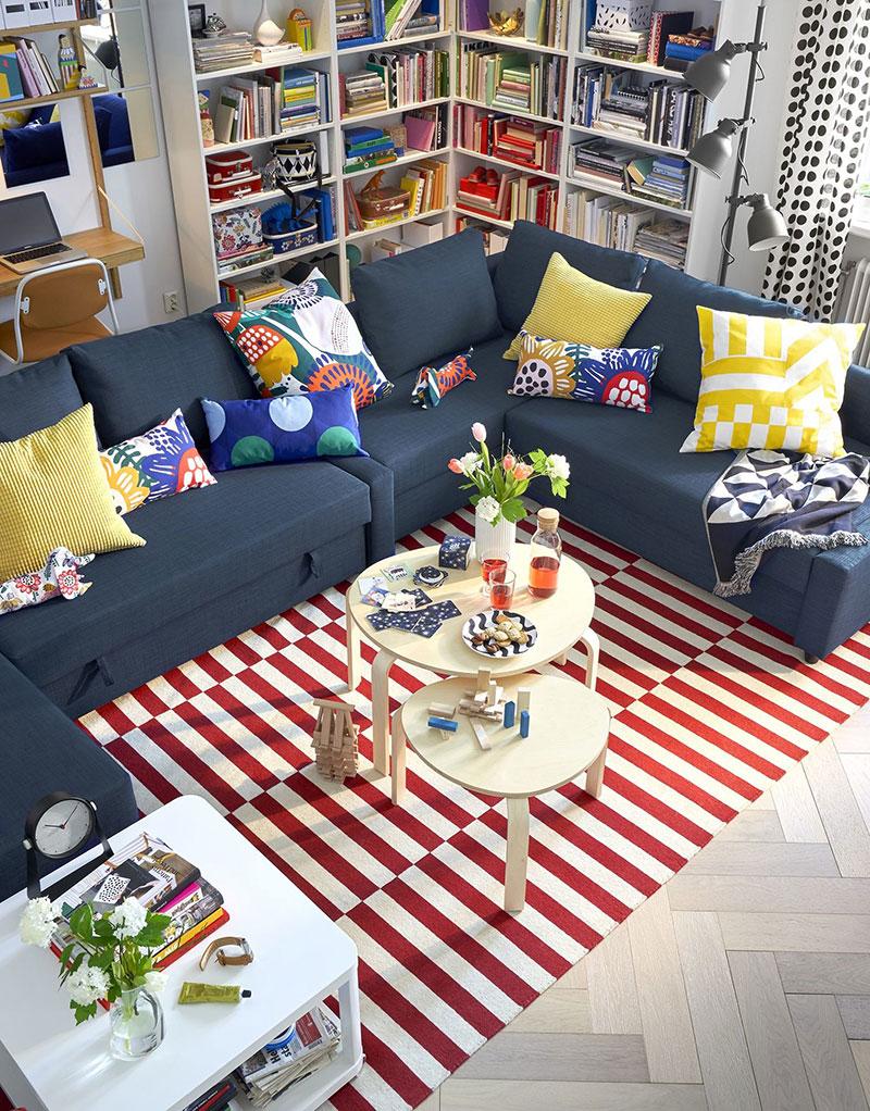 Soggiorno catalogo IKEA 2020 con colori pastelli.