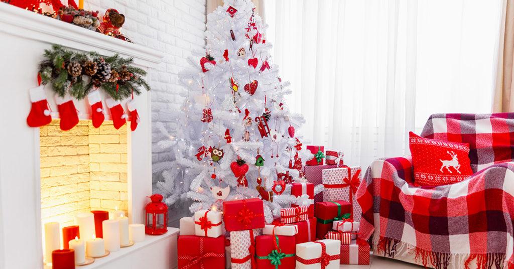 Albero di Natale bianco e rosso, idee decorazioni.