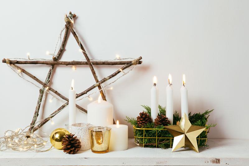 Stella di Natale realizzata con rami di legno.
