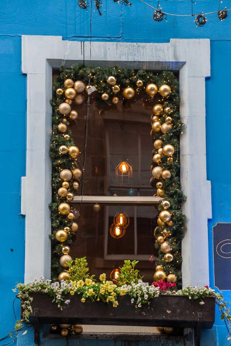 Decorazioni natalizie fai da te per finestre.