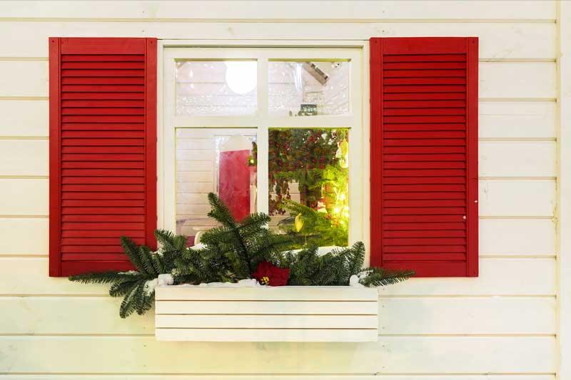 Esempio di decoro natalizio fai da te per finestra.