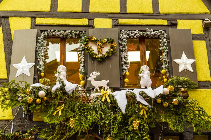 Finestra decorata per Natale al mercato di Strasbourg.